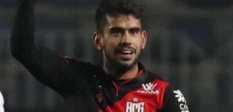 Atlético-GO joga bem, vence Libertad e vira líder da chave na Sul-Americana