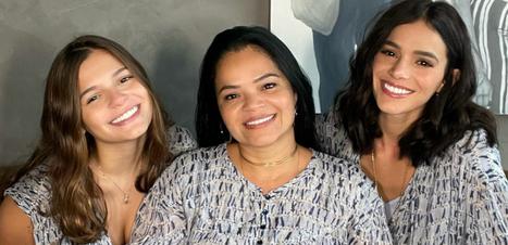 Marquezine e Tici Pinheiro combinam looks com mães e irmãs
