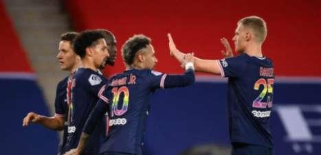 Neymar, Mbappé e Marquinhos marcam em vitória sobre o Reims, e PSG segue na luta pelo título francês