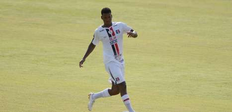 Em final de contrato, Alan Cardoso apresenta bons números no Santa Cruz em 2021