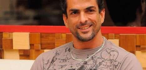 Ex-BBB Marcelo Dourado cobra para mandar mensagem aos fãs