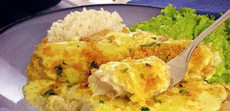 Filé de peixe gratinado delicioso e prático