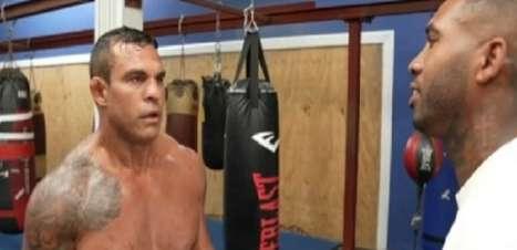 Belfort tem luta de Boxe marcada contra YouTuber e clima fica tenso em primeiro encontro; assista