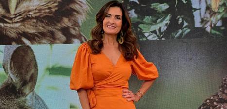 Fátima Bernardes usa longo laranja com babados de R$ 549
