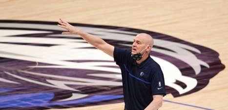 Rick Carlisle anuncia saída do comando técnico do Mavericks