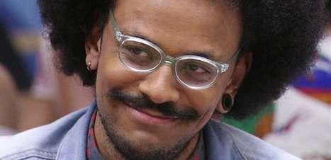 Ex-BBB João Luiz faz piada com notícia sobre Tiago Leifert no comando do Domingão