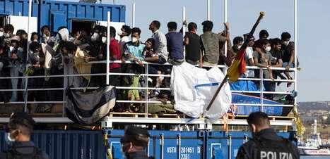 Itália nunca se absteve de salvar refugiados, diz presidente