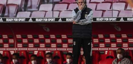Após saída de Pedrinho, Benfica começa a monitorar nomes para o meio-campo a pedido de Jorge Jesus