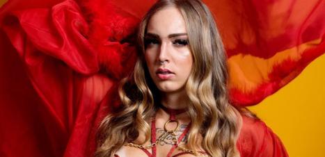 """A travestis conta a história por trás de """"Sento Pro Moço do Gás"""""""