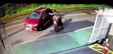 Mulher é morta a tiros por motociclista em Curitiba