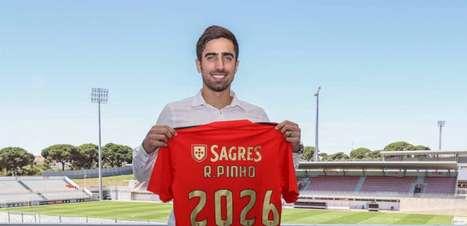 Benfica anuncia chegada de atacante brasileiro para a temporada