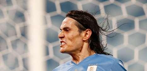 Uruguai vence o Paraguai e coloca Chile no caminho do Brasil