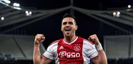 Milan busca contratação de Tadic para o meio de campo