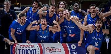 Itália festeja vaga olímpica no basquete após bater a Sérvia