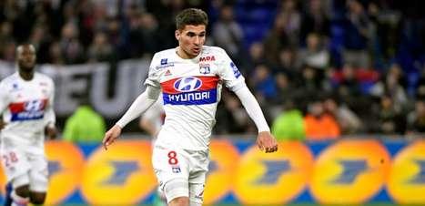 Arsenal apresenta proposta por meio-campista destaque do Lyon