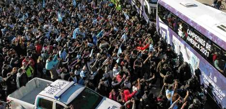 Argentina é recebida por multidão nas ruas após 'Maracanazo'