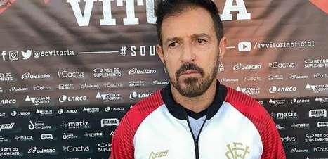 Ramon Menezes critica protesto da torcida do Vitória