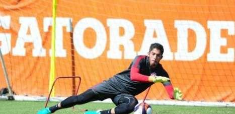 Goleiro Daniel renova com Inter após brilhar na Libertadores
