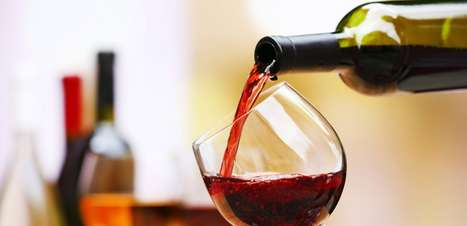 4 simpatias com vinho para sua vida amorosa alavancar