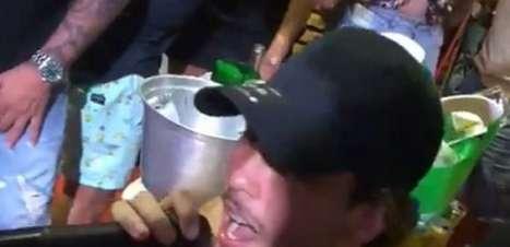 Guga, do Atlético-MG, é flagrado em festa antes do jogo contra o Boca Juniors e diretoria estuda punição