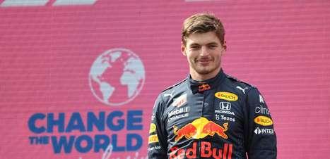 """""""Ele cria uma certa expectativa"""", elogia Alonso sobre Verstappen na F1"""