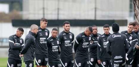 Sylvinho promove treino coletivo com jovens da base do Corinthians