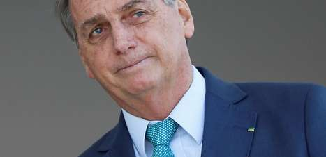 """Sob gritos de """"Bolsonaro 2022"""", presidente diz querer férias"""