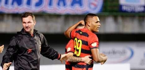 Mikael vibra com gol da vitória do Sport