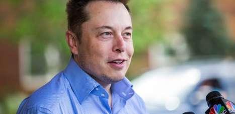 """Elon Musk critica Apple e diz que taxas da App Store são """"imposto global"""""""