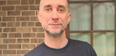 Baterista do The Offspring é demitido após se negar tomar vacina