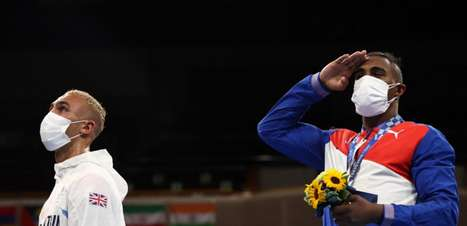 Britânico se desculpa por guardar medalha de prata no bolso