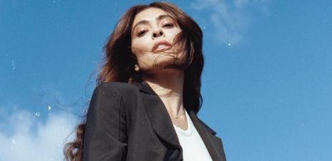 Juliana Paes mistura esportivo e blazer em foto com skate