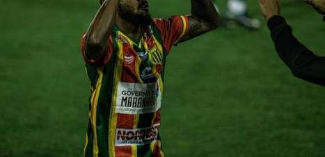 Sampaio Corrêa vence Vila Nova fora de casa e encosta no G-4