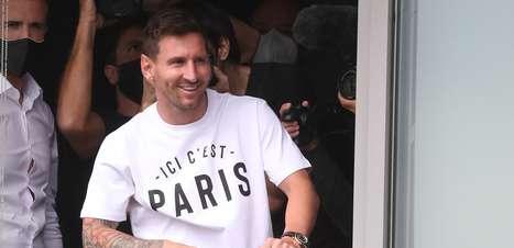 """""""Vai doer vê-lo com outra camisa"""", diz Iniesta sobre Messi"""