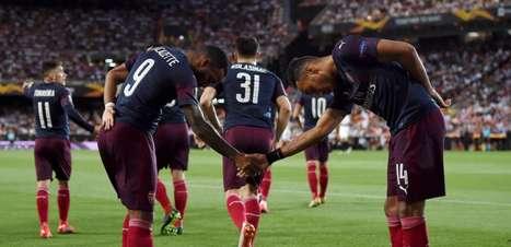Barcelona monitora dupla de atacantes do Arsenal