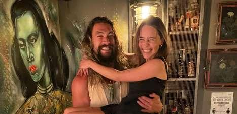 Jason Momoa e Emilia Clarke se reencontram em clima de 'GoT'