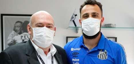 Sem John, Santos anuncia a contratação do goleiro Jandrei