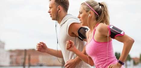 Podcasts para ouvir enquanto corre; conheça os melhores