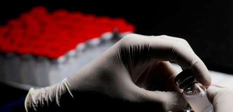 Luvas de Michael Jackson vão pagar vacinas para Guiné