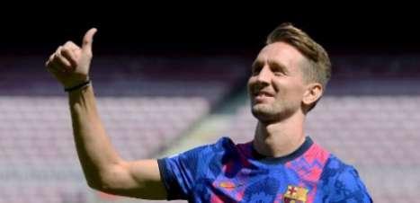 Barcelona apresenta Luuk de Jong e camisa para Champions