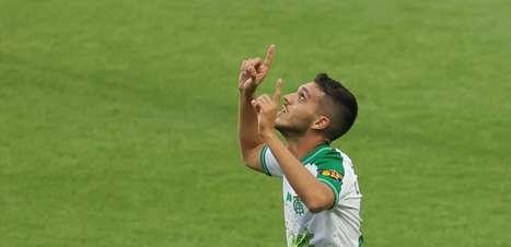 América-MG estreia Zárate com vitória contra o Athletico-PR