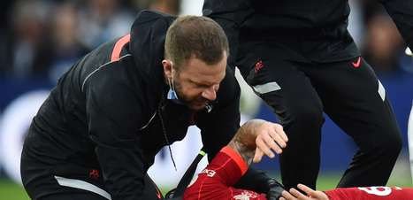 Liverpool vence o Leeds em jogo marcado por lesão grave