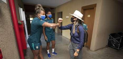 Seleção feminina fica completa com chegada de Marta