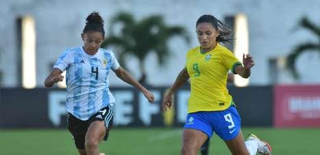 Com golaço de Marta, Seleção Feminina vence Argentina