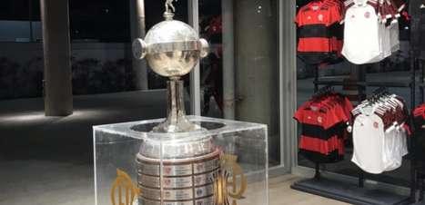 Com réplica da taça da Libertadores e presença da Charanga, loja do Maracanã é inaugurada