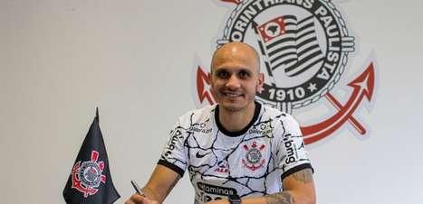 Corinthians prorroga contrato de Fábio Santos e registro já está no BID