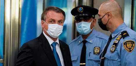 Bolsonaro usou máscara da caixa de Queiroga, diz jornal