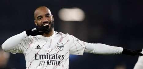 Atlético de Madrid monitora situação de Lacazette no Arsenal