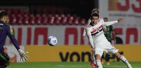 Crespo explica escolha no ataque do São Paulo: 'Quando o time não ganha, quem está fora é o melhor jogador'