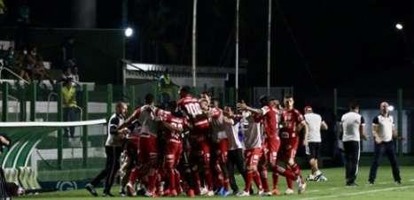 Em clássico goiano, Vila Nova bate Goiás e se afasta do Z-4 da Série B